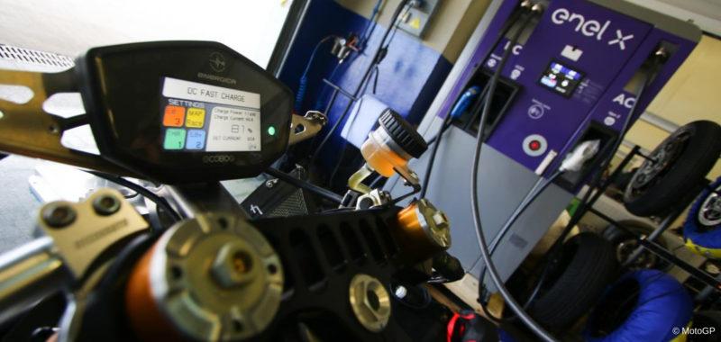 Mito e realtà sulla sicurezza delle moto elettriche
