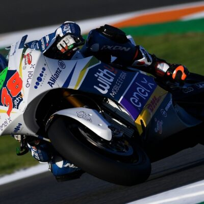 FP2 Valencia: Smith in front of Ferrari