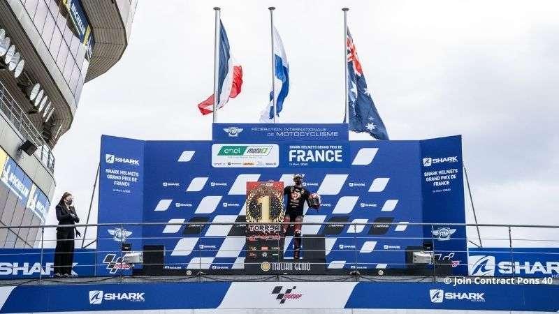 Jordi_Torres_Campione_del_mondo_MotoE_podio